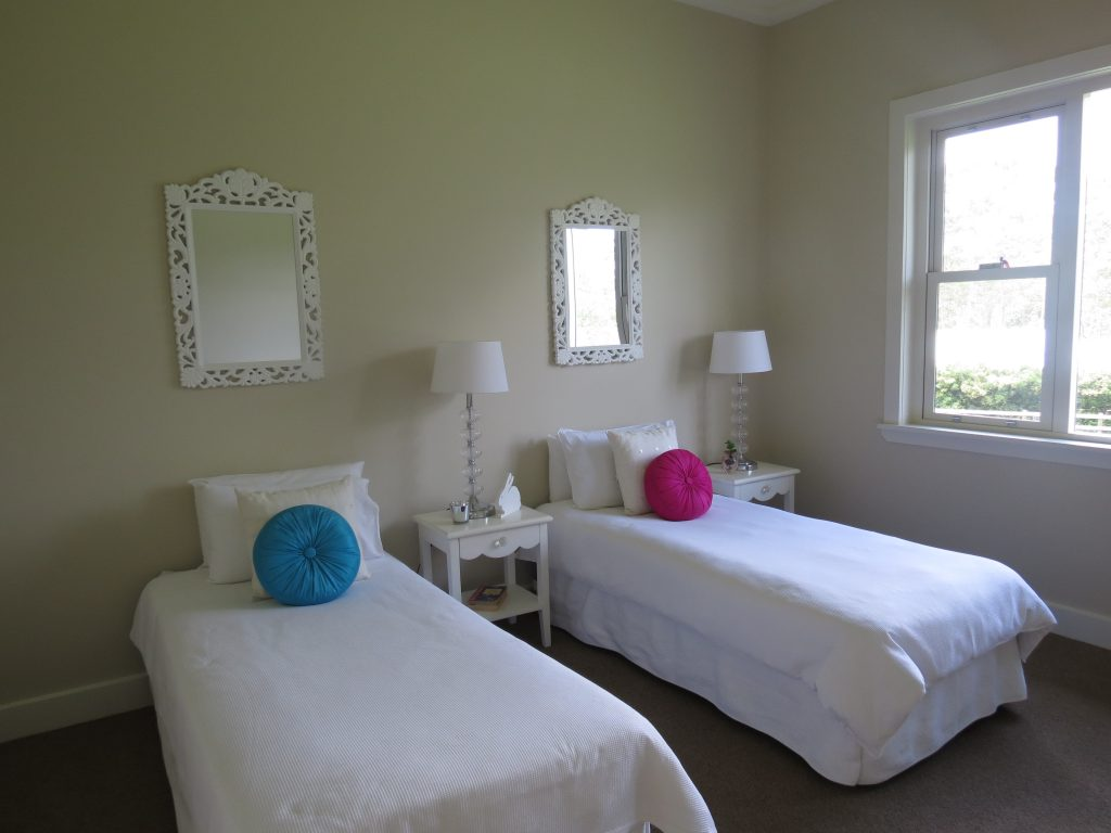 twin beds white mirrors
